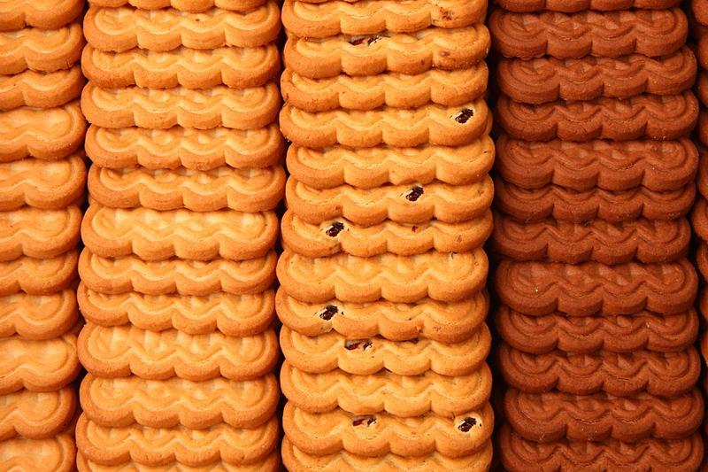 Сахарное - квадратное печенье с добавками