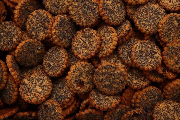 """Ruginukai"" biscuits with rye flour, crushed rye, raisins and honey"